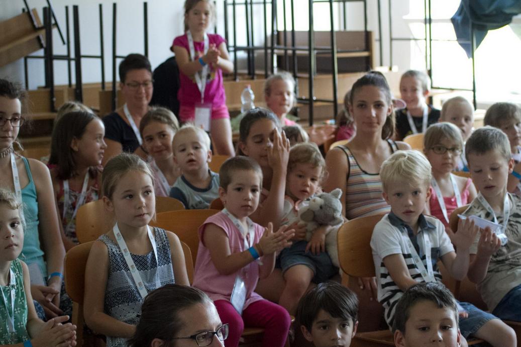 Gyermek és szakmai programokkal várja a családokat a NOE